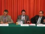 Santiago Corcuera, Julio Hernández Barros y José Luis Caballero en conferencia de prensa