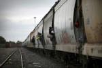 Migrantes-a-bordo-de-La-Bestia-atraviesan-Tierra-Blanca-Veracruz-en-su-viaje-hacia-EU-Foto-Cuartoscuro